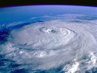 Space-wallpapers-eye-of-the-storm-hurricane-elena-september-1-1985