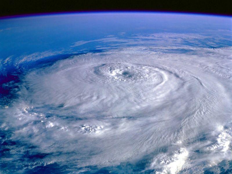 Space-wallpapers-eye-of-the-storm-hurricane-elena-september-1-1985